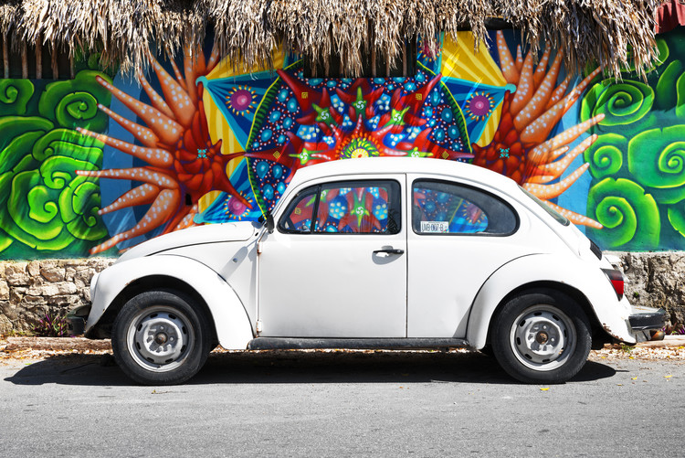 White VW Beetle Car in Cancun Billede på lærred