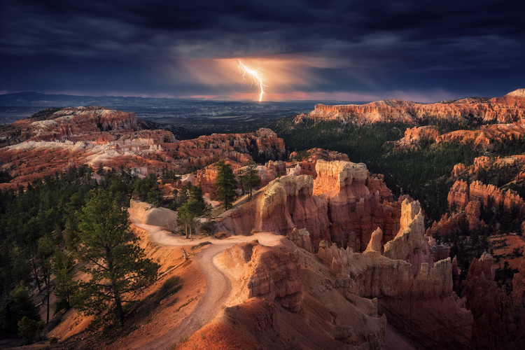 Lightning over Bryce Canyon Lerretsbilde