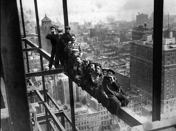 New York - Construction Workers on scaffholding Festmény reprodukció