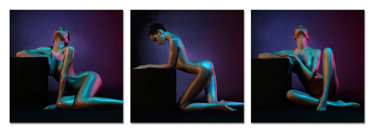 Nude woman in a black background Obraz