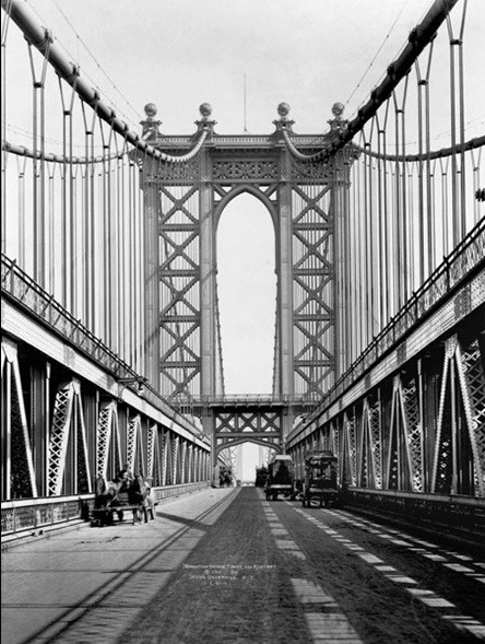 Reprodukce Manhattan bridge Tower and roadway, 1911