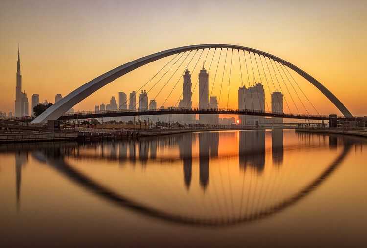 Obraz na plátně Sunrise at the Dubai Water Canal