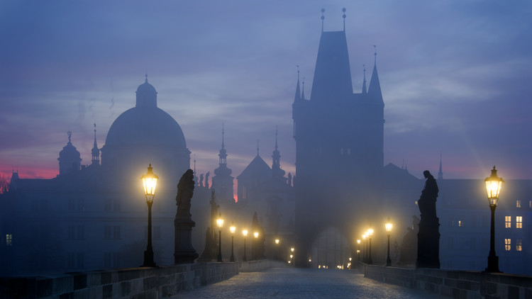 Cuadros en Lienzo Prague is awakening