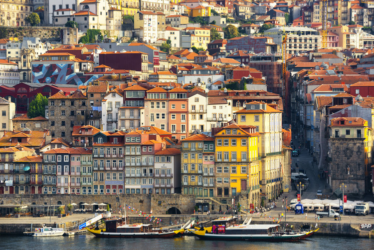 Cuadros en Lienzo  Porto The Beautiful Ribeira District at Sunrise