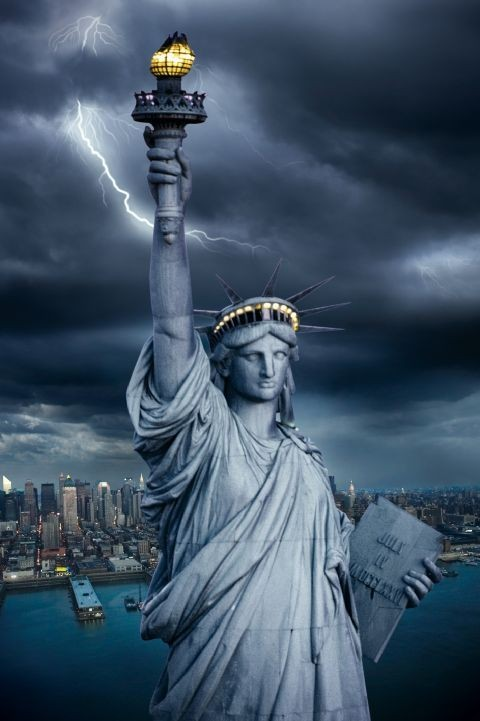 Plagát Statue of liberty - lightning