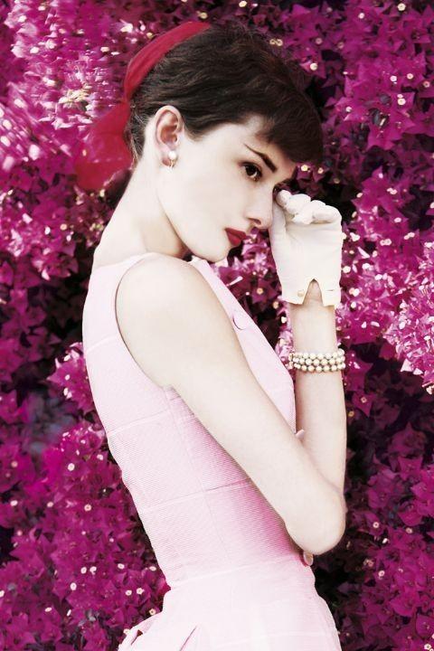 Plakát AUDREY HEPBURN - flowers