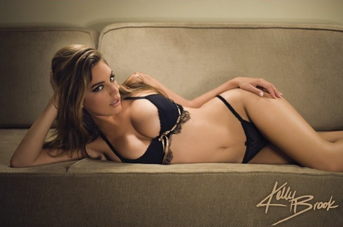 Plakat Kelly Brook - sofa