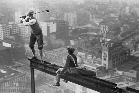 Plakát Men on girder - tee time