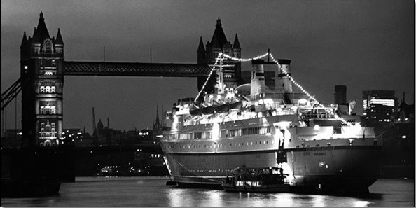 Poster Finnpatner Ferry at Tower bridge, 1968
