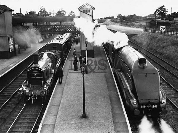 Poster Steam train at Stevenage Station 1938