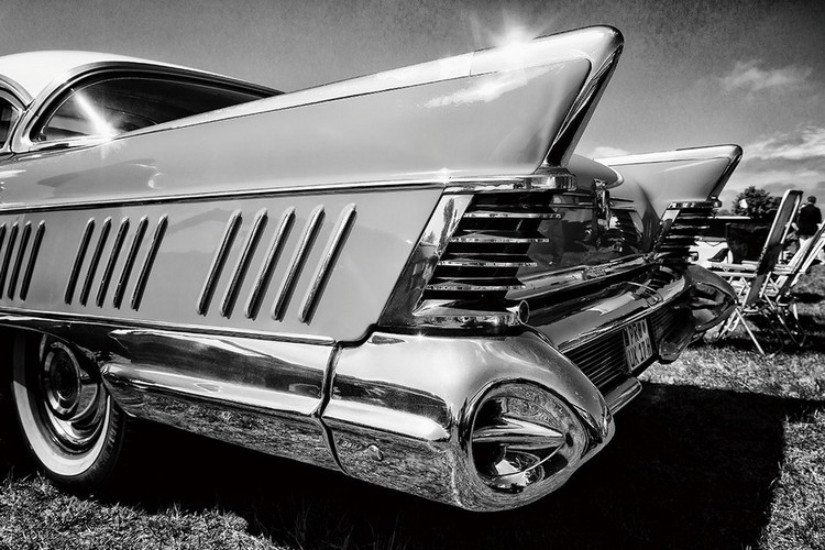 Cars - Black and White Cadillac Print på glas
