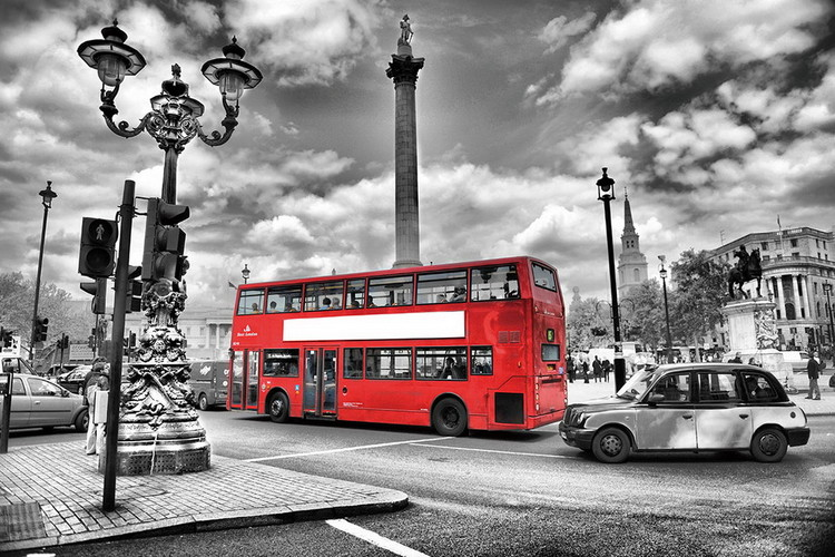 London - Red Bus in the Street Print på glas