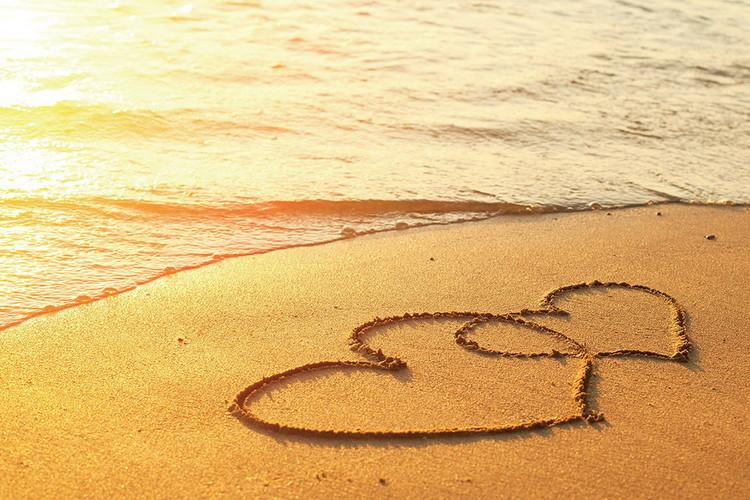 Sea - Hearts in the Sand Print på glas