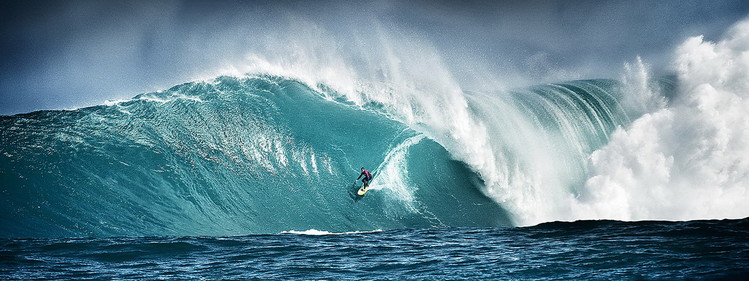 Szklany obraz Surfing - Ride on the Wave