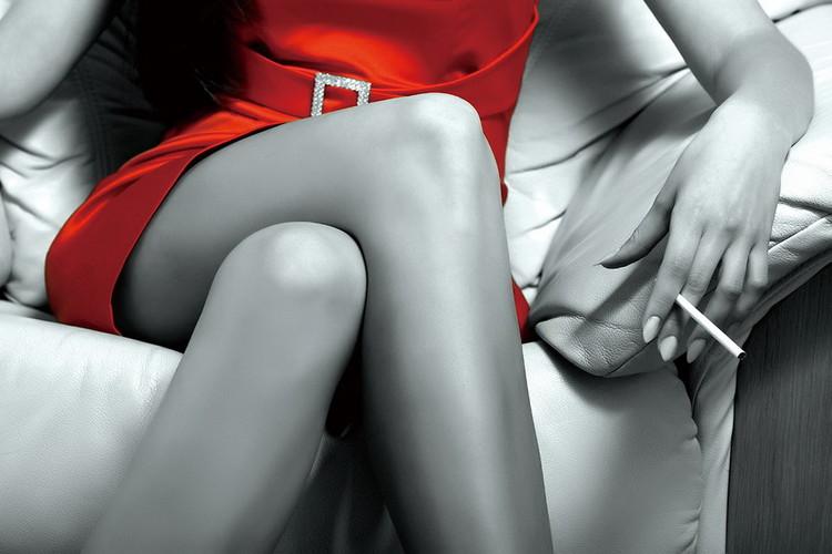 Tablouri pe sticla Passionate Woman - Red Dress b&w